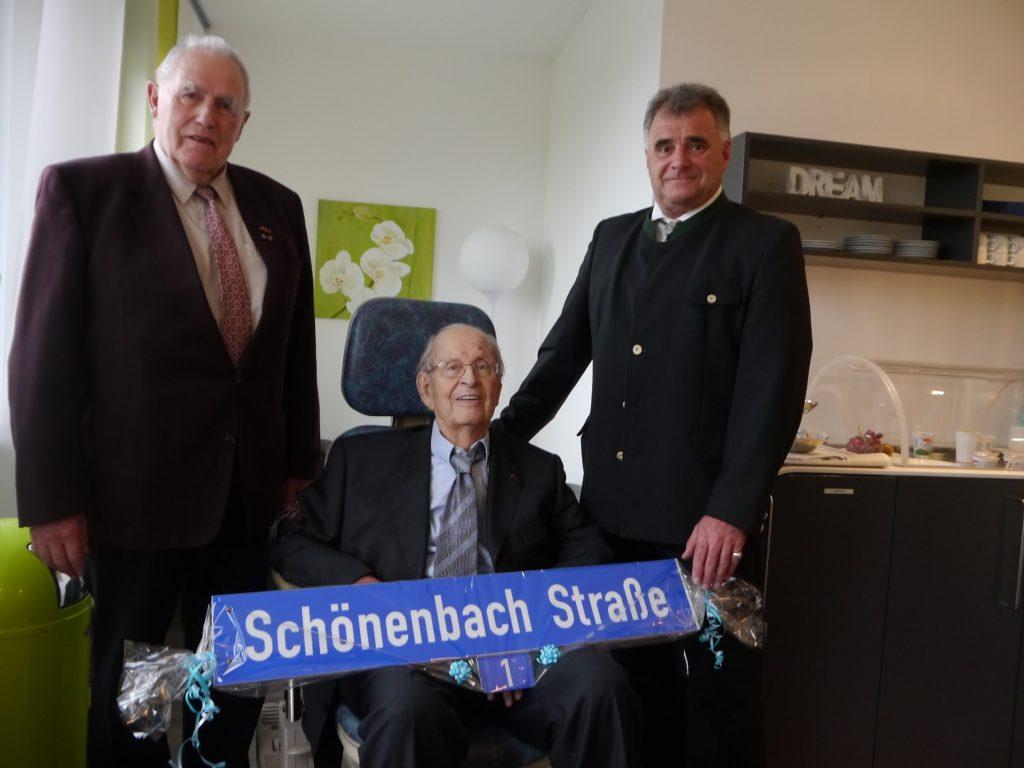 2017_03_Straßenschild-Uebergabe-Schoenenbach